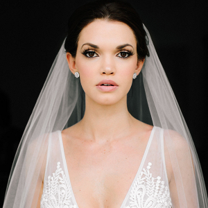 Glam bride in veil