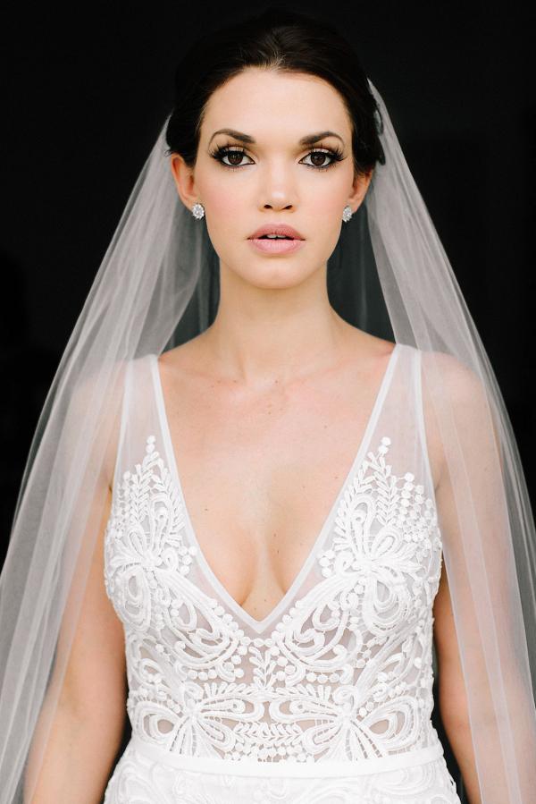 Glam bride in veil