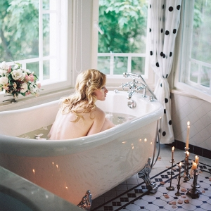 Bubble bath boudoir session