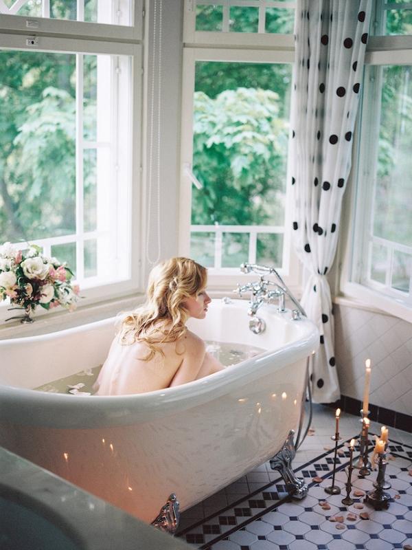 Bubble bath boudoir session
