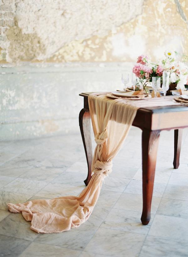 Linen table runners