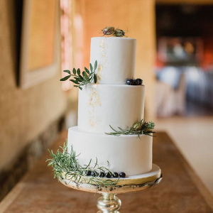Minimalist wedding cake
