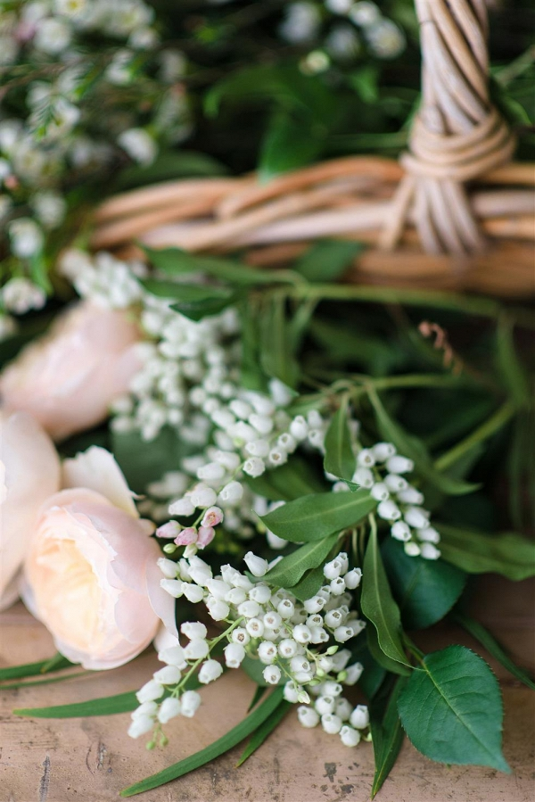 Fresh Blooms for a Country Garden Inspired Bridal Bouquet