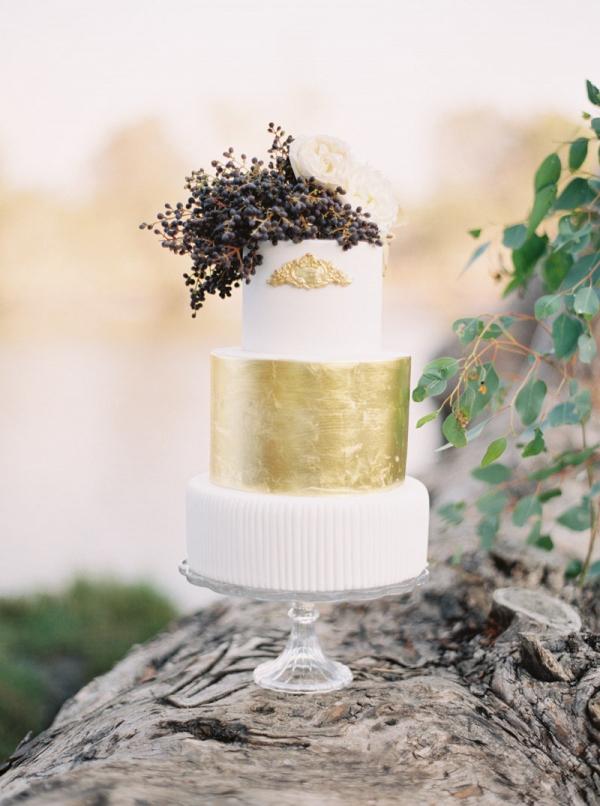 Elegant gold cake