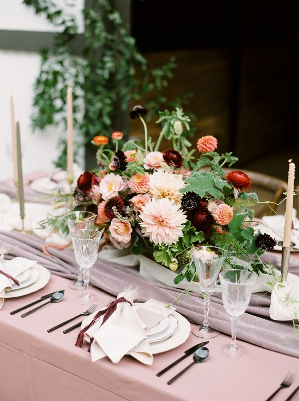 Dusty pink wedding table