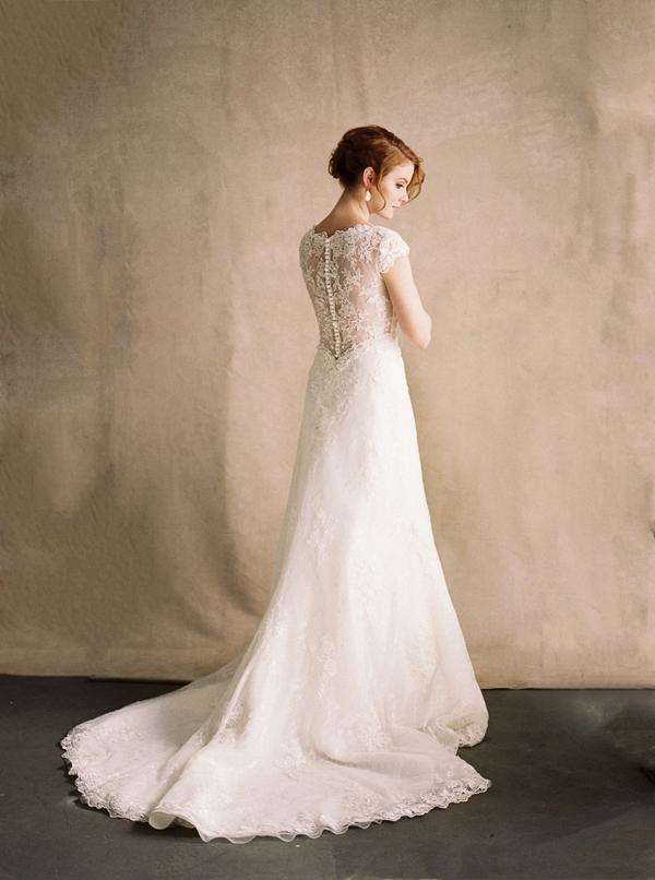 Romantic Portrait Back Lace Wedding Dress