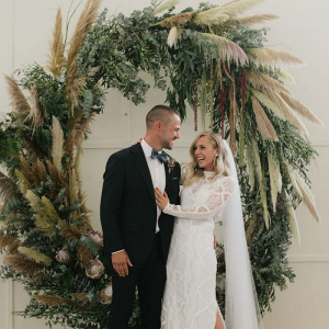 Round greenery ceremony arch
