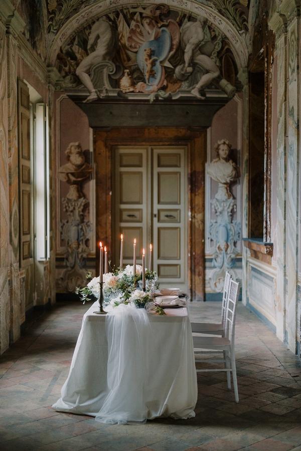 Italian villa wedding table