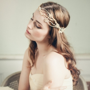 Madison Crystal Boho Bridal Headpiece by Jannie Baltzer. Photography by Sandra Åberg Photography