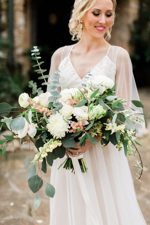 Peach and cream bouquet