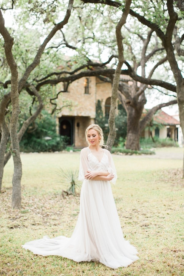 Flowy sleeves wedding dress