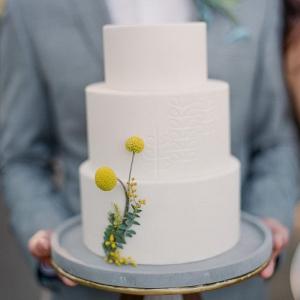 Retro white wedding cake