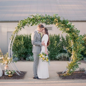 Round ceremony arch with greenery