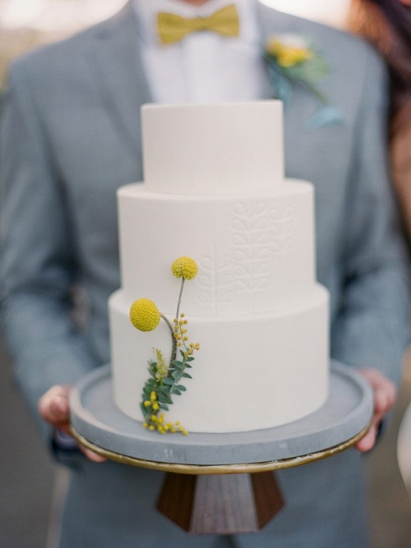 Retro white wedding cake