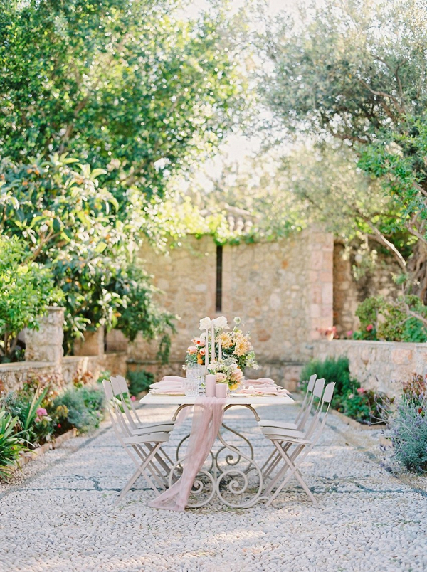 Modern Vintage Garden Wedding Table