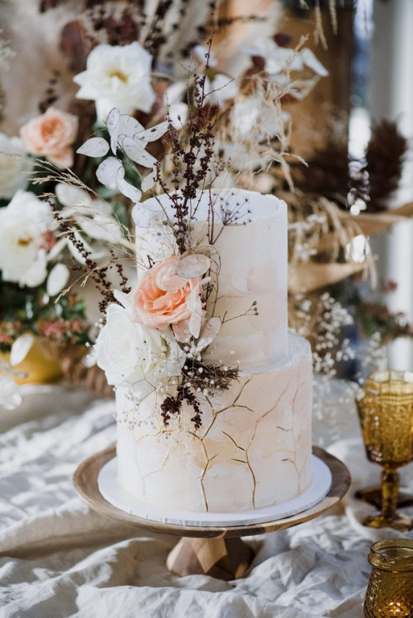 Organic wedding cake with dried flowers