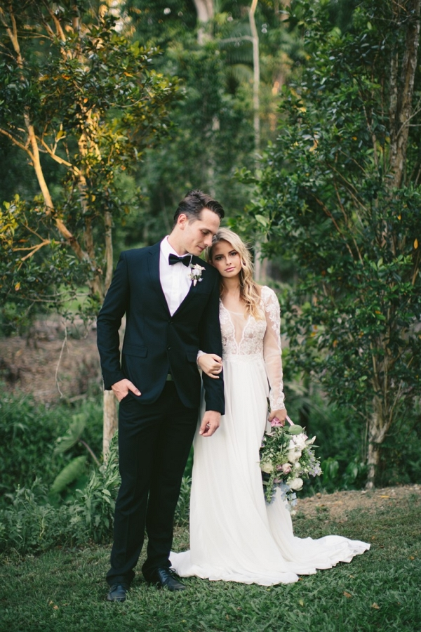 Elegant Bride & Groom in a Garden Setting