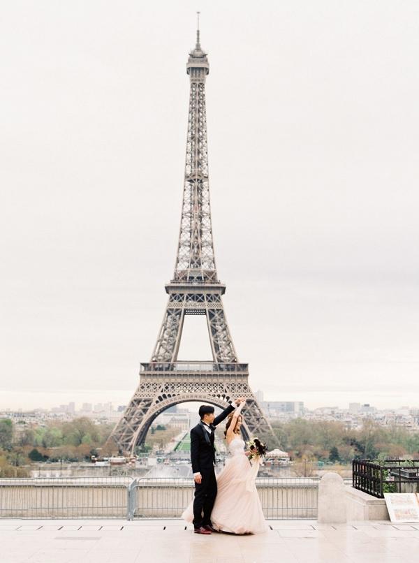 Paris elopement at the Eiffel Tower