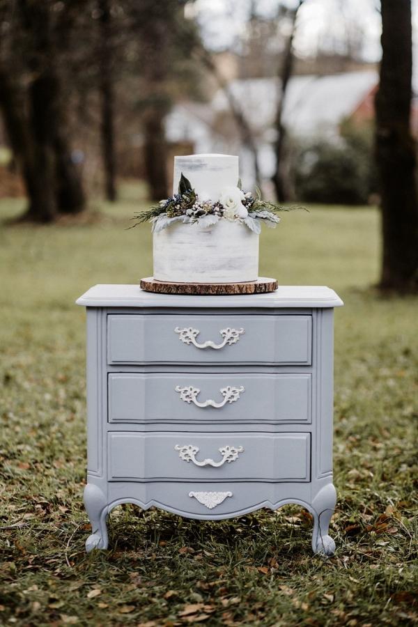 Gray and white brush wedding cake