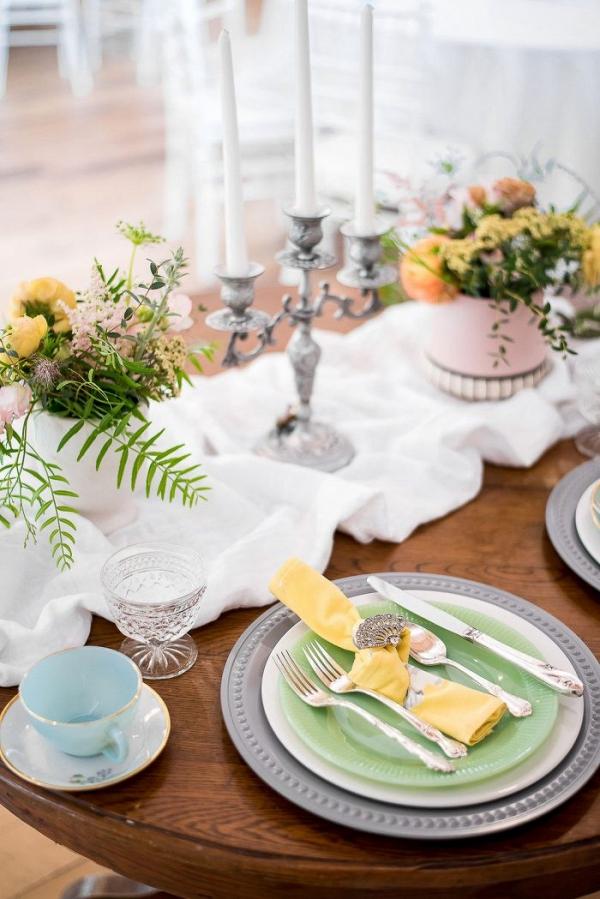 Spring vintage style wedding table in pastels