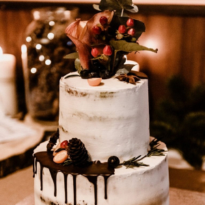 Winter drip wedding cake