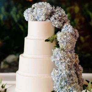 Classic Wedding Cake with Hydrangeas
