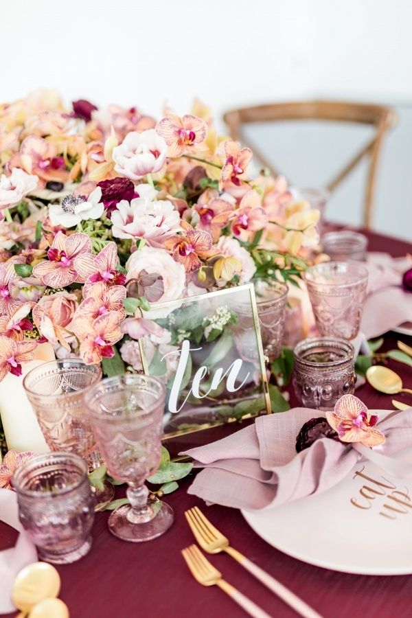 Coral and garnet wedding table