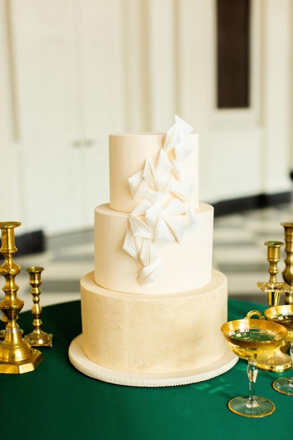 Modern elegant wedding cake
