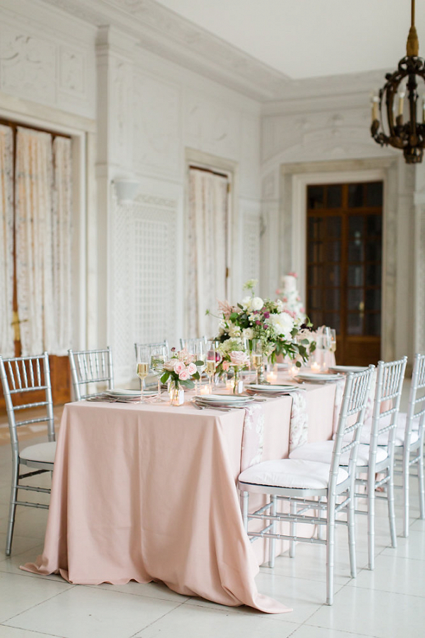 Elegant Dusty Rose Wedding Table