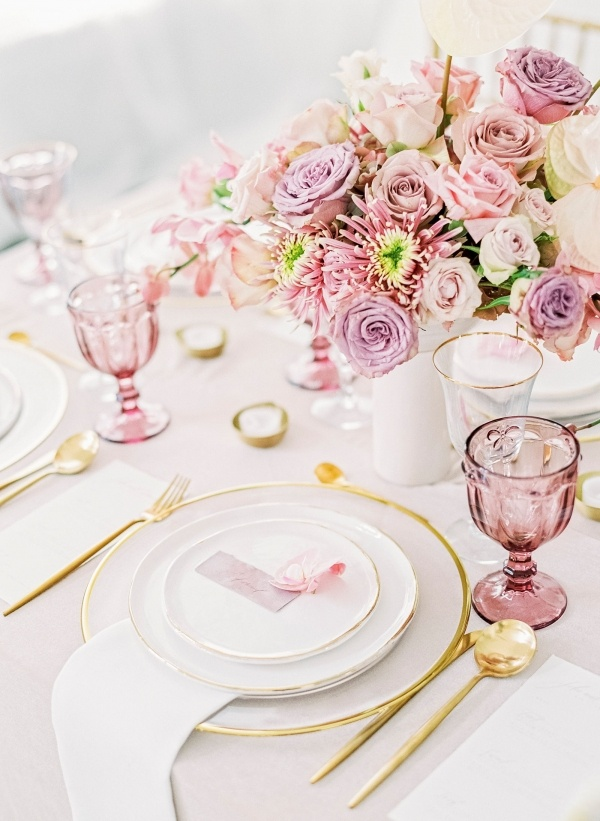 Light mauve and gold wedding tablescape