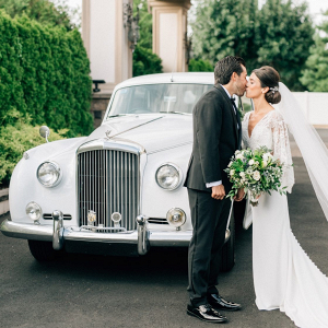 Timeless wedding portrait with vintage car