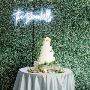 White cake table with custom neon sign