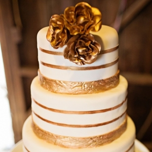 White and gold striped wedding cake