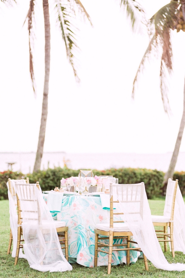 Chic Pink & Aqua Tablescape