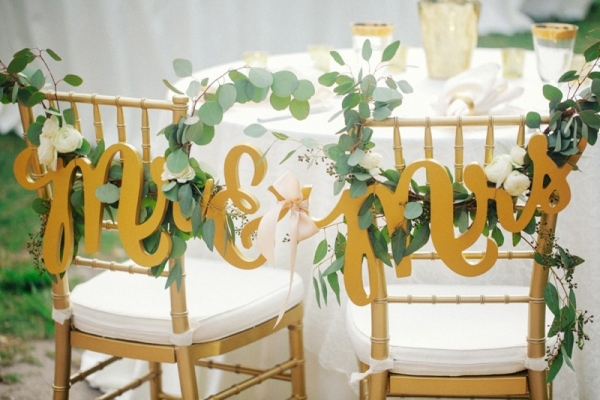 Mr & Mrs Chair signs with greenery