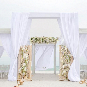 Luxe beach ceremony