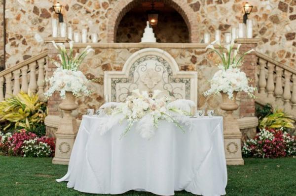 Dramatic sweetheart table