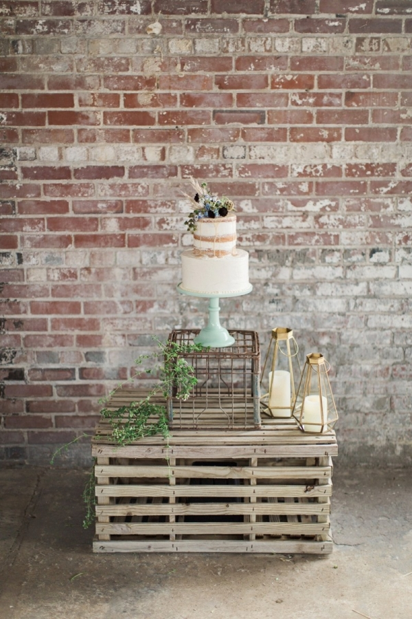 Naked cake and cake display