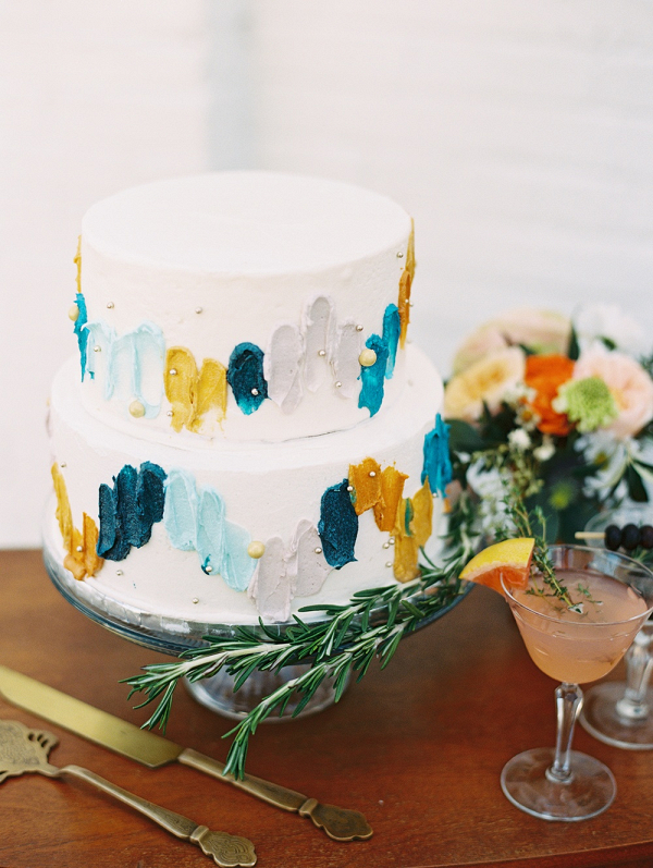 Retro hand-painted wedding cake