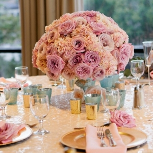 Blush centerpiece on a champagne sequin linen