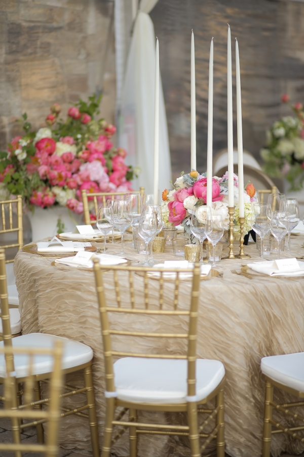 Gold and pink reception decor