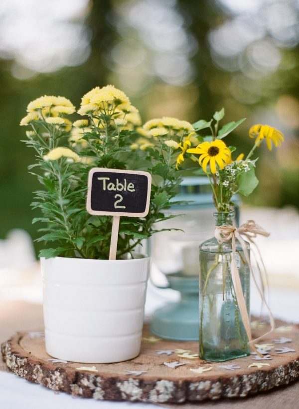 Pot of mums with small chalkboard sign