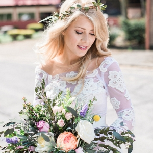 Lace Wedding Gown & Unstructured Bouquet