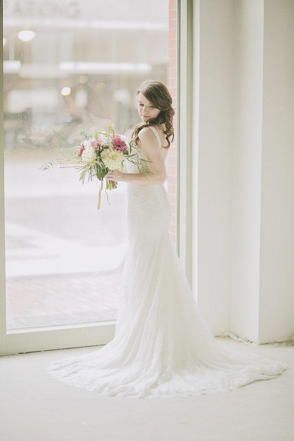Bride with soft palette bouquet