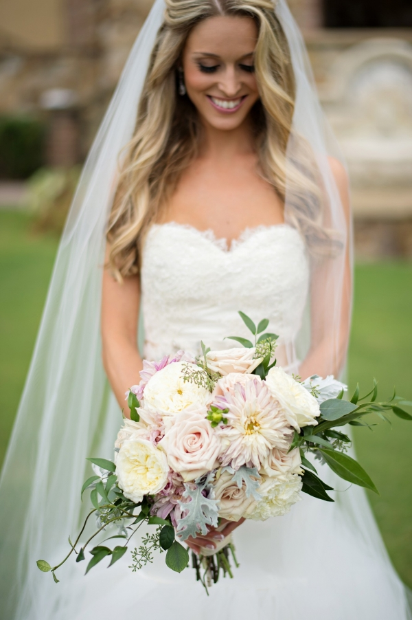 Elegant blush and ivory bouquet