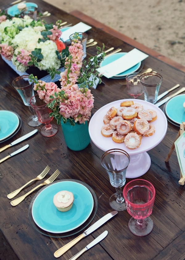 Turquoise plates, mason jars and gold flatware with pink flowers