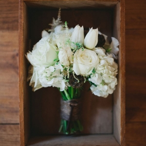 Vintage Rustic Wedding With Winter White Bouquet Sophie Asselin Photographe