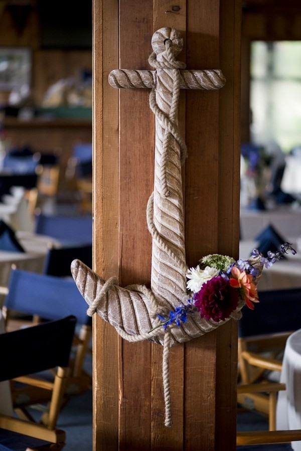 Wooden anchor with flowers
