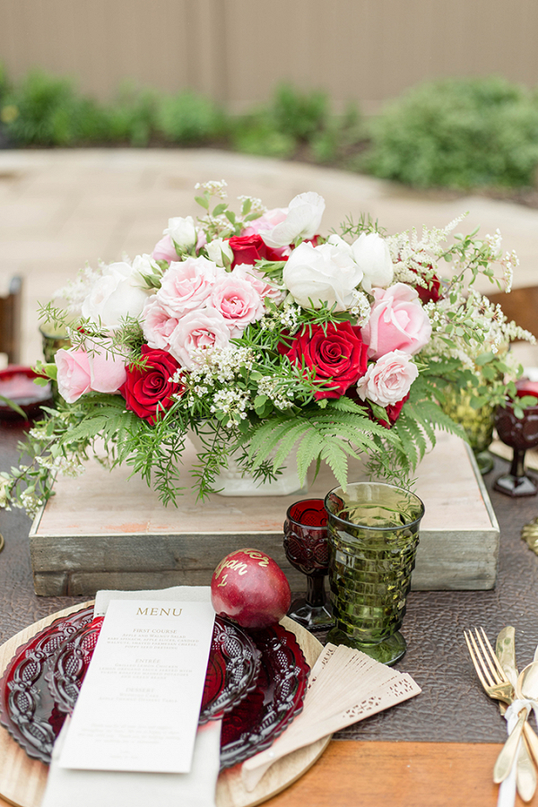Red and pink fall wedding table
