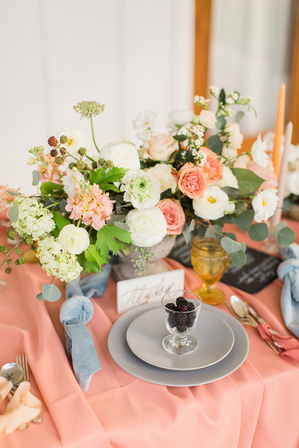 Coral and light blue wedding table